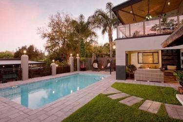 Miles B&b Guesthouse: Outdoor pool OUDTSHOORN