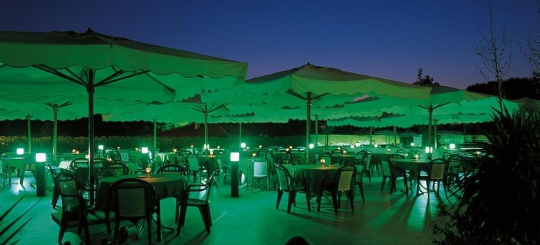 Hotel Clorinda: Außen Restaurant PAESTUM - SALERNO