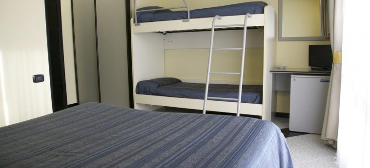 Hotel Clorinda: Bunk-Bed Room PAESTUM - SALERNO