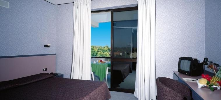 Hotel Clorinda: Schlafzimmer PAESTUM - SALERNO
