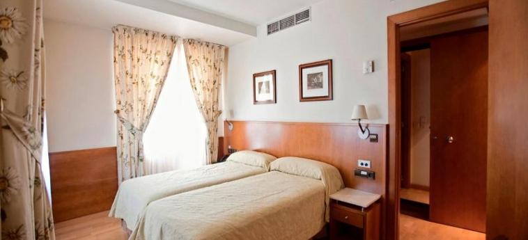 Hotel Don Carlos: Chambre PAMPLONA