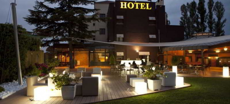 Hotel Don Carlos: Terrasse PAMPLONA