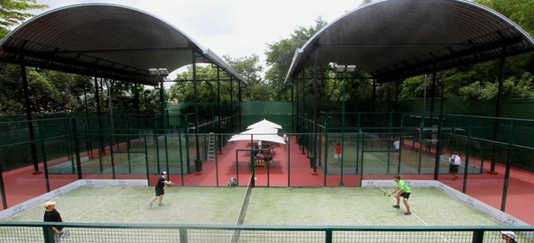 Riande Aeropuerto Hotel & Casino: Tennisplatz PANAMA-STADT
