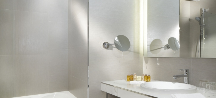 Hotel Splendid Etoile: Bagno PARIGI