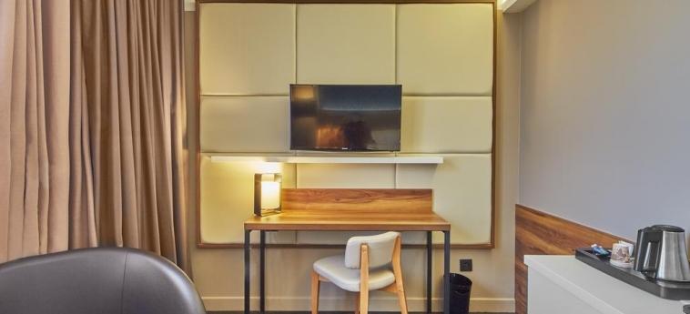 Hotel Elysee Val D'europe: Interior del hotel PARIS - DISNEYLAND PARIS