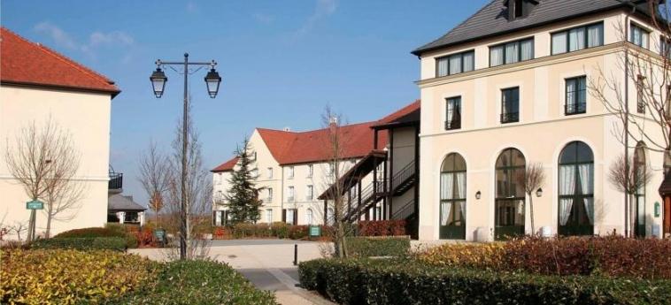 Hotel Campanile Val De France: Exterior PARIS - DISNEYLAND PARIS