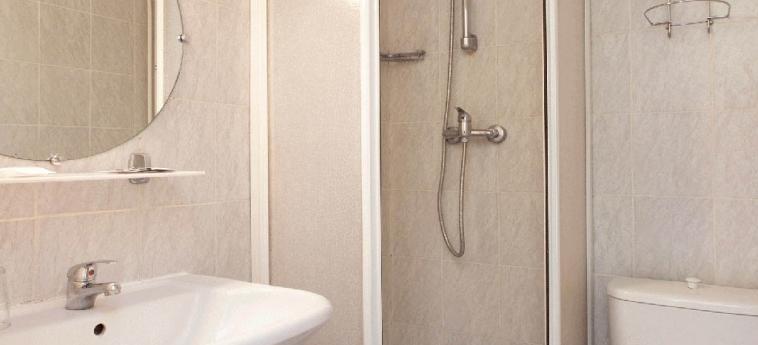 Hotel Hibiscus Republique: Bathroom PARIS