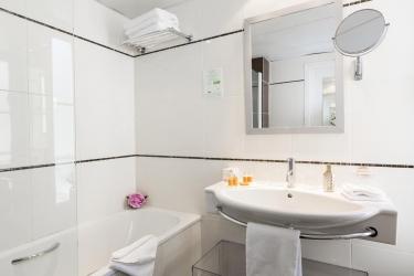 Hotel Best Western Premier Elysees Bassano: Bathroom PARIS