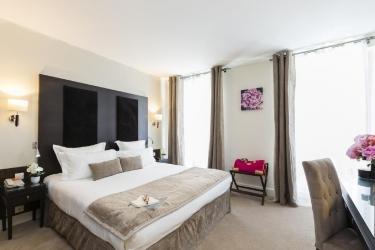 Hotel Best Western Premier Elysees Bassano: Bedroom PARIS