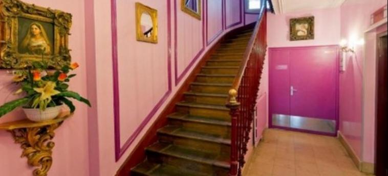 Hotel Ibis Styles Paris Nation Cours De Vincennes: Escalinata PARIS