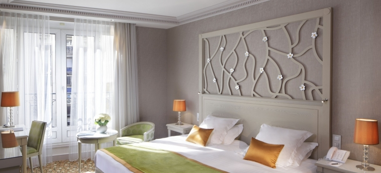 Hotel Rochester Champs Elysees: Schlafzimmer PARIS