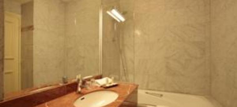 Hotel De Seine: Bathroom PARIS