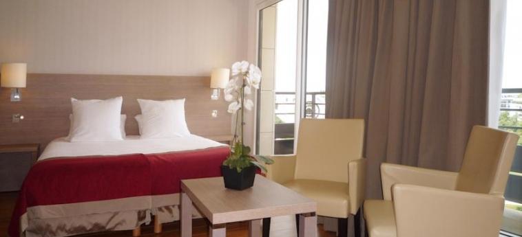 Hotel Residhome Monceau Bois Colombes: Bedroom PARIS