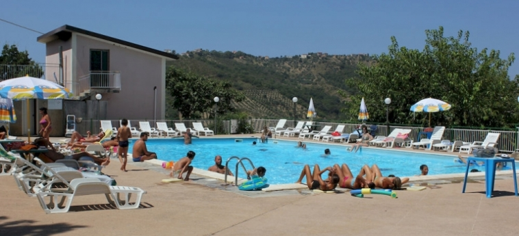 Agriturismo Eucalipto: Außenschwimmbad PERDIFUMO - SALERNO