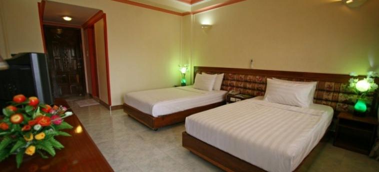 Hotel Lucky Star: Outdoor Bar PHNOM PENH