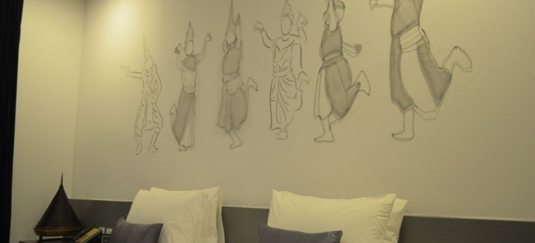 Teav Bassac Boutique Hotel & Spa: Writing desk PHNOM PENH