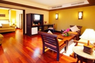 Hotel Andaman White Beach Resort: Chambre Suite PHUKET