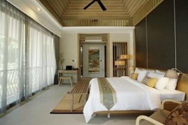 Hotel Mandarava Resort And Spa Karon Beach: Garage PHUKET