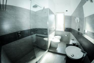 Hotel Affittacamere Delfo: Bathroom PISA