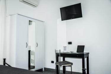 Hotel Affittacamere Delfo: Room - Detail PISA