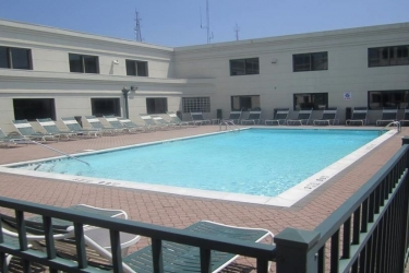 Hotel Holiday Inn Plainview-Long Island: Piscine chauffée PLAINVIEW (NY)