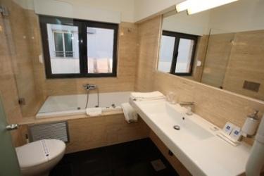 Beach Hotel Split: Bathroom PODSTRANA - DALMATIA