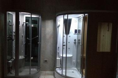 Atlantic Palace Hotel: Bathroom Shower POINTE-NOIRE