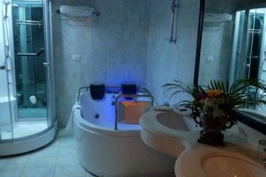 Atlantic Palace Hotel: Bathroom POINTE-NOIRE