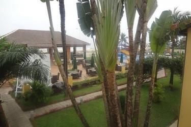 Hotel Palm Beach: Patio POINTE-NOIRE