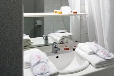 Hotel Sejours & Affaires Poitiers Lamartine : Bathroom POITIERS