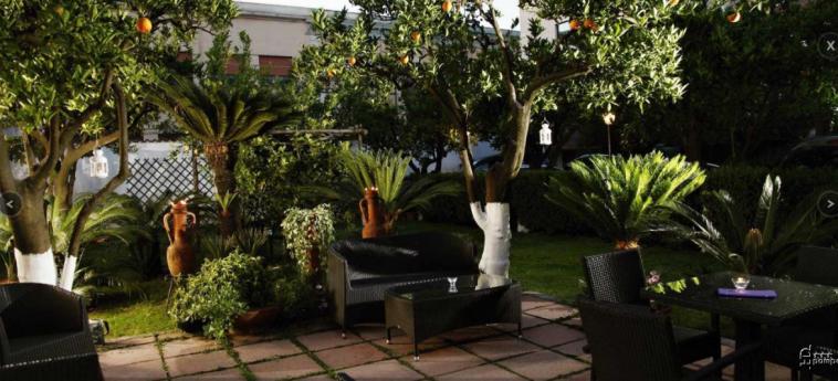 Hotel Diana Pompei: Giardino POMPEI - NAPOLI