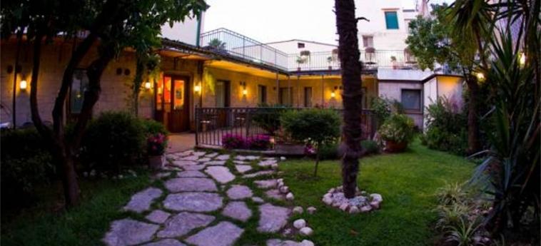 Hotel Pace: Garten POMPEI - NEAPEL