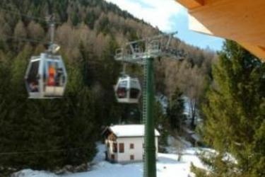 Hotel Garni Pegrà: Pinienwald PONTE DI LEGNO - BRESCIA