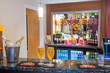 Hotel Holiday Inn Express: Bar del hotel POOLE