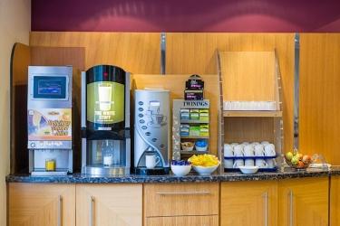 Hotel Holiday Inn Express: Sevicio de cafè POOLE
