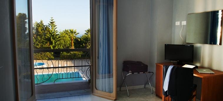Hotel Dei Pini: Vista al balcòn PORTO EMPEDOCLE - AGRIGENTO