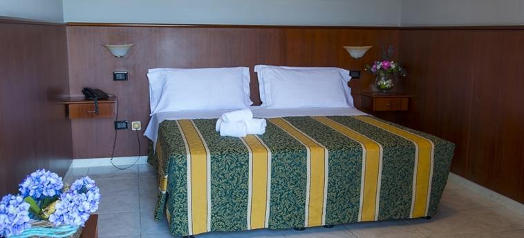 Hotel Dei Pini: Camera Matrimoniale/Doppia PORTO EMPEDOCLE - AGRIGENTO