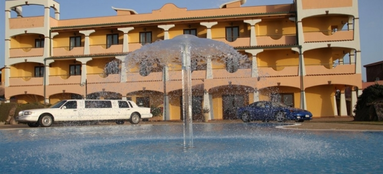 Hotel Lido Degli Spagnoli: Outdoor Swimmingpool PORTOSCUSO - CARBONIA-IGLESIAS