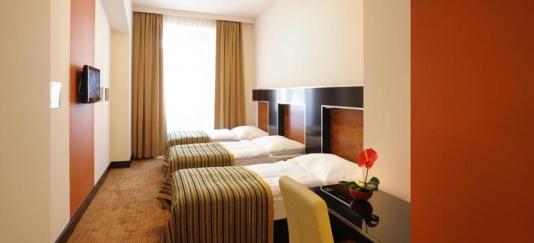 Hotel Grand Majestic Plaza: Dreibettzimmer PRAG