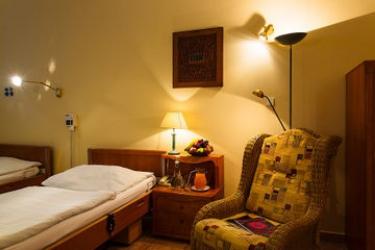 Hotel Wellness And Treatment Ghc: Campo da Tennis PRAGA