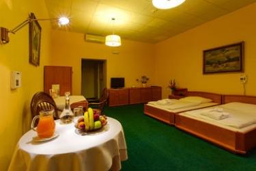 Hotel Wellness And Treatment Ghc: Corridoio PRAGA