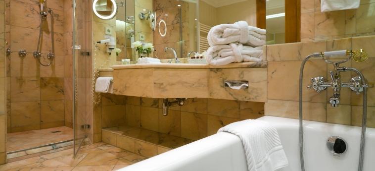 Hotel Savoy: Salle de Bains PRAGUE