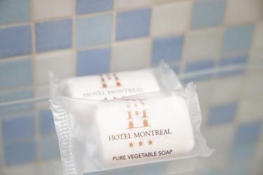 Hotel Montreal: Service salle de bain RAGUSE