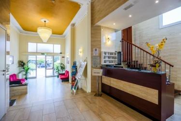 Family Hotel Marina Beach: Reception RAVENNA