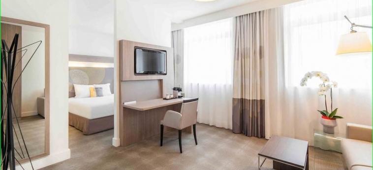 Hotel Novotel Rennes Centre Gare: Frente Hotel RENNES