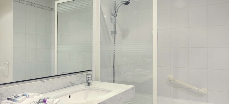 Hotel Mercure Rennes Centre Gare: Bathroom RENNES
