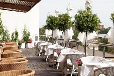Days Hotel Riga Vef: Cena all'aperto RIGA