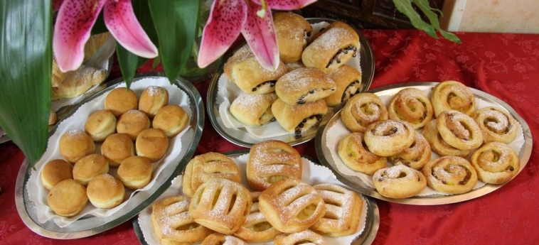 Hotel Britannia: Food and Drink RIMINI
