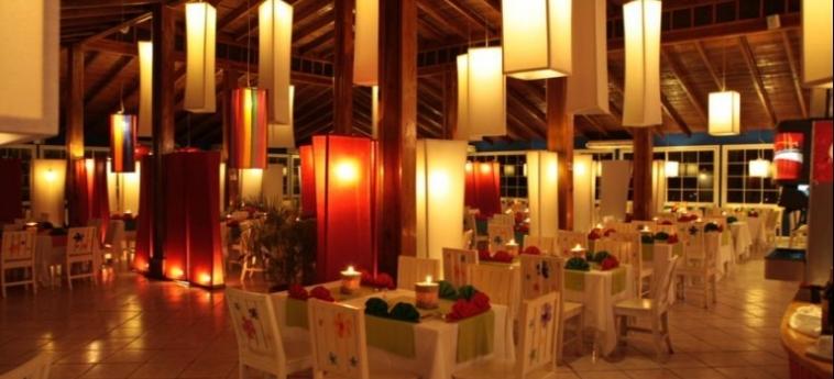 Henry Morgan Hotel & Beach Resort: Bar ROATAN