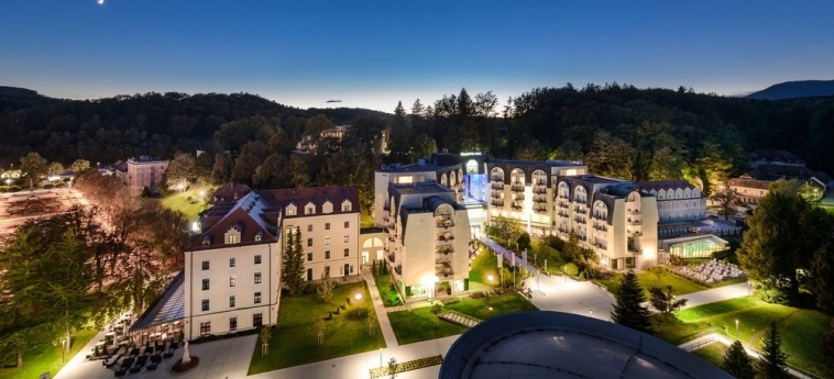 Grand Hotel Sava: Vue de l'Hotel ROGASKA SLATINA